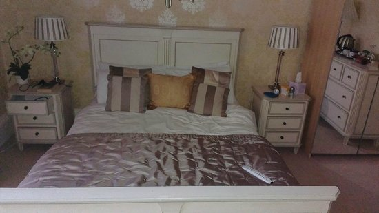 Abercorn Guest House: Gorgeous bed