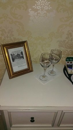 Abercorn Guest House : Proper wine glasses!!!!!