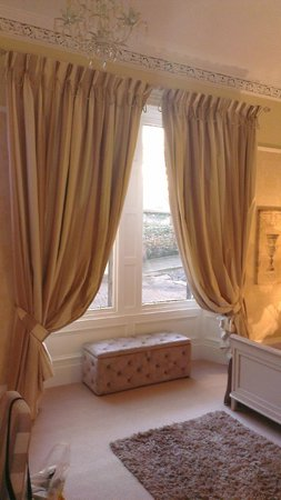 Abercorn Guest House: Beautifully dressed window