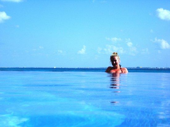 Hotel Riu Cancun: infinity pool