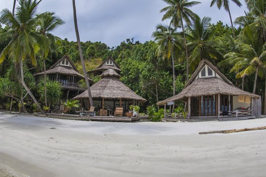 Misool Eco Resort: Cottages on the southern side of the island