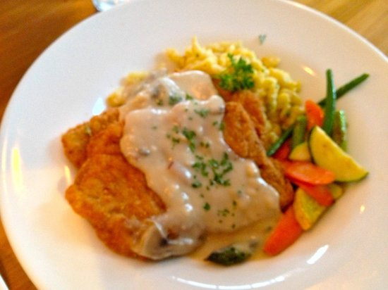 Glacier Haus Bistro & Pizza: Jagerschnitzel - flavorful and hearty!