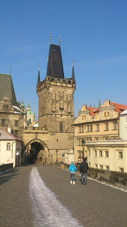 Hotel U Tri Pstrosu (At the Three Ostriches) : Hotel on right, at the foot of the Charles Bridge