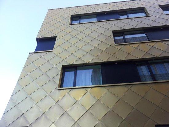 Quality Hotel Saga: Fasade med skjellmønster