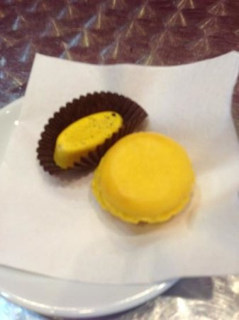 Le Macaron: the lemon and banana