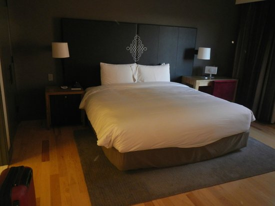 Andaz Napa: King bed in room
