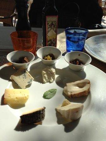 Lido: composizione formaggi e mostarde