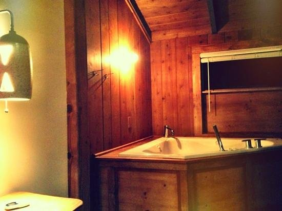 Ojai Rancho Inn: The jacuzzi tubs are nothing short of magical.