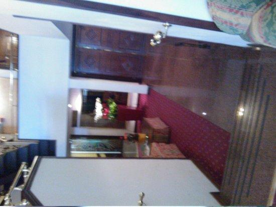 Hotel Oxford: hotel reception area