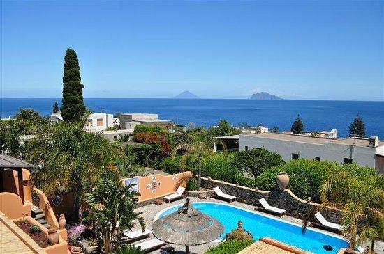 Hotel Mamma Santina: Pool area
