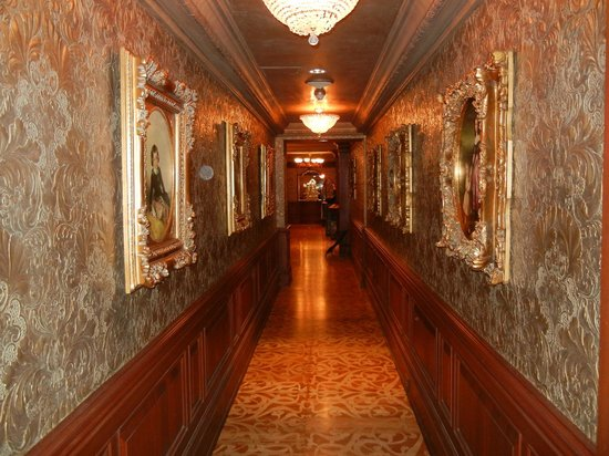 Prince of Wales: hallway leading the secondary building