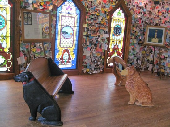 The Dog Chapel: The inside of the chapel...notice the memorials on the wall