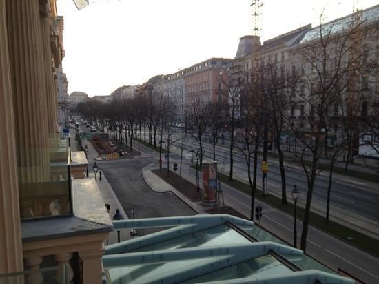 Palais Hansen Kempinski:                                                       Ring suite balcony view