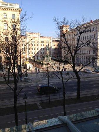 Palais Hansen Kempinski:                                                       Ring suite balcony morning view