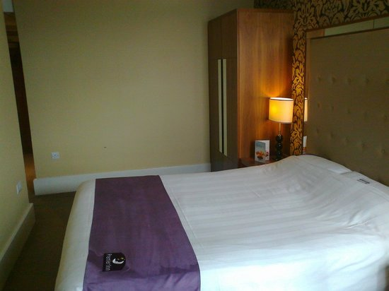 Premier Inn Bournemouth Central Hotel: Room