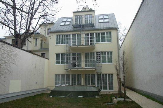 Hotel SPIESS & SPIESS Appartement-Pension: Sicht auf Hinterhaus, Zimmer li-unten