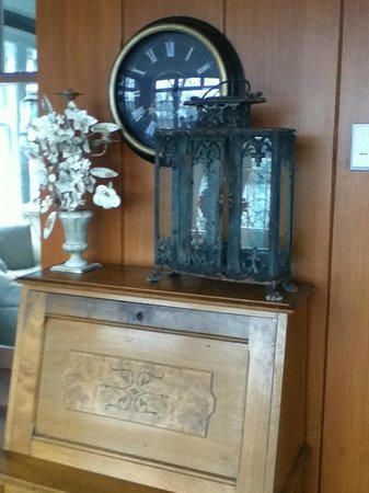 Hillcrest Inn: gorgeous antiques
