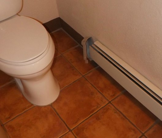 Las Palomas Inn Santa Fe: Baseboard did not work and never wiped cleaned of hairs etc...