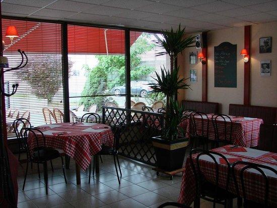 Salle picture of les pieds sous la table la rochelle tripadvisor - La table basque la rochelle ...