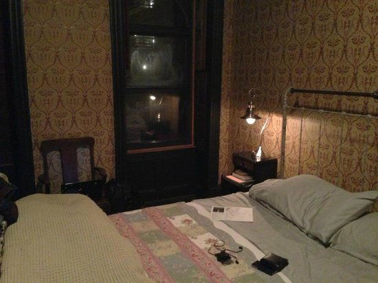 The Harlem Flophouse: Vintage rooms