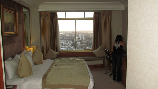 London Hilton on Park Lane:                   Executive Room