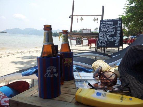 Tango Beach Resort: beer on the beach