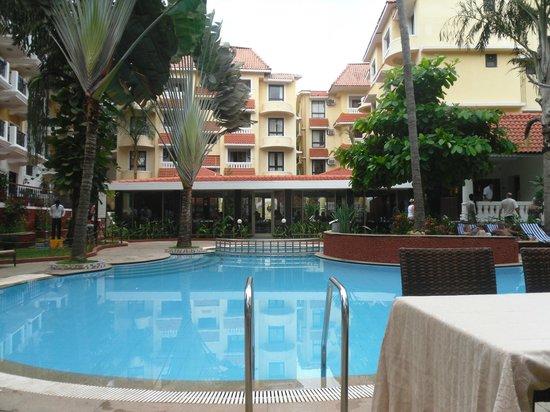 Phoenix Park Inn Resort: pool area