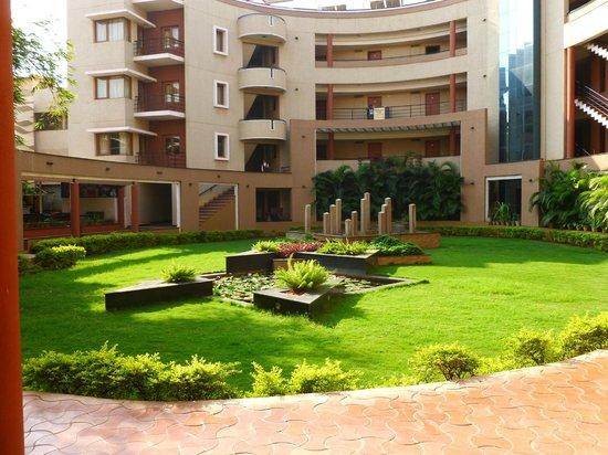 Hotel Malligi: Landscaping