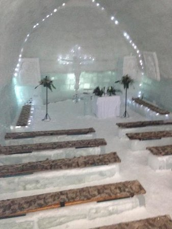Ice Hotel Romania: ice chapel is amazing