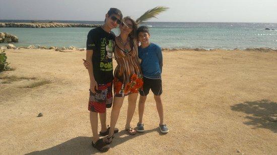 Clarion Hotel & Suites Curacao: Playa Pública frente Al Hotel Clarion