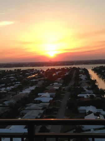 Palm Beach Marriott Singer Island Beach Resort & Spa: Beautiful Sunset