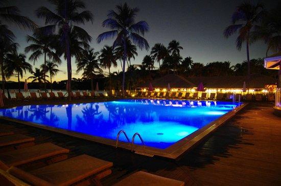 Club Med La Caravelle: La piscine le soir