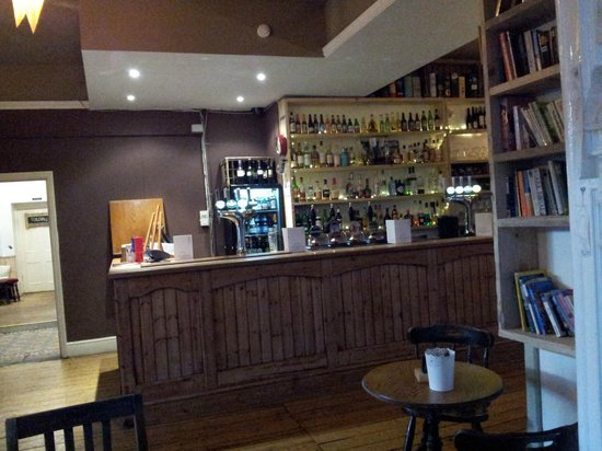 The Heights Bar & Kitchen: Bar and bookcase
