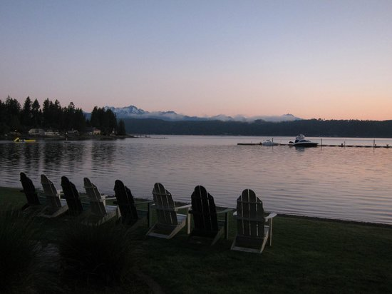 Alderbrook Resort & Spa: Sunset overlooking the Olympic range from our room