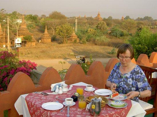 Thurizza Hotel Bagan: Dachterrasse