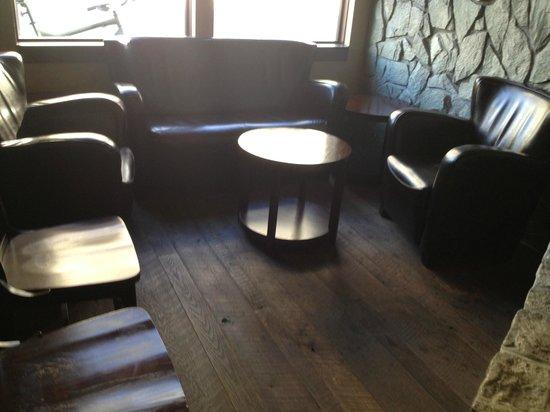 McCarthy & Bailey's Irish Pub: Awesome sitting area