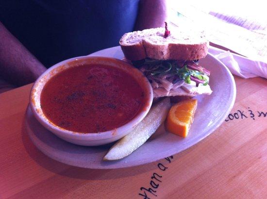 Five Loaves Cafe: Tomato basil; half a Parker