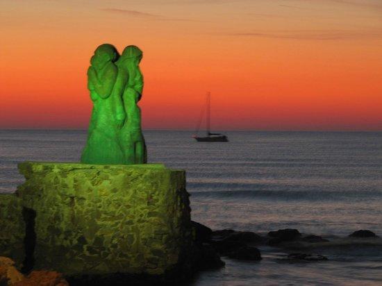 l'Attesa- statua dedicata ai pescatori-Opera di Inaco Biancalana-Molo di Viareggio.