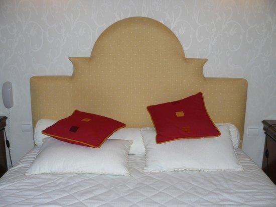 Chateau-Hotel Manoir de Kertalg: Tête de lit