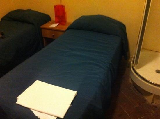 7 Santi Hostel: Letti puliti e materasso comodi, solo il cuscino un po' logoro