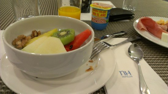 NH Barcelona Entenza: Desayuno variado