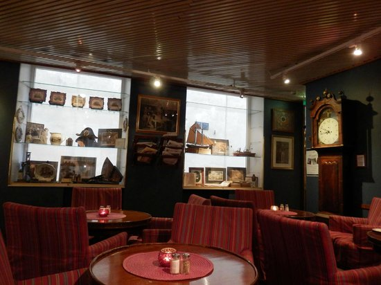 Lord Nelson Hotel: Naval memorabillia in the breakfast area