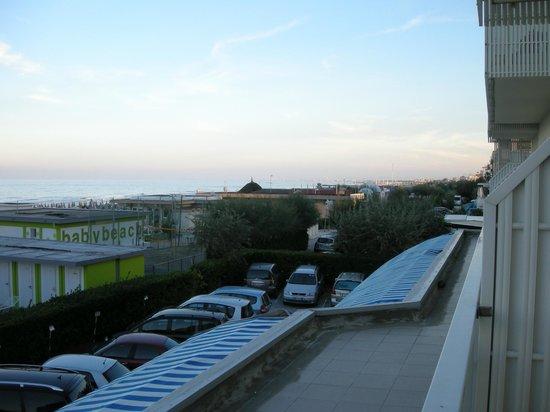 Hotel Byron : vista sul Village e sulla spiaggia lato Cervia