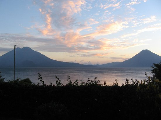Hotel Posada de Don Rodrigo Panajachel: Lago Atitlan and volcanoes from our room patio