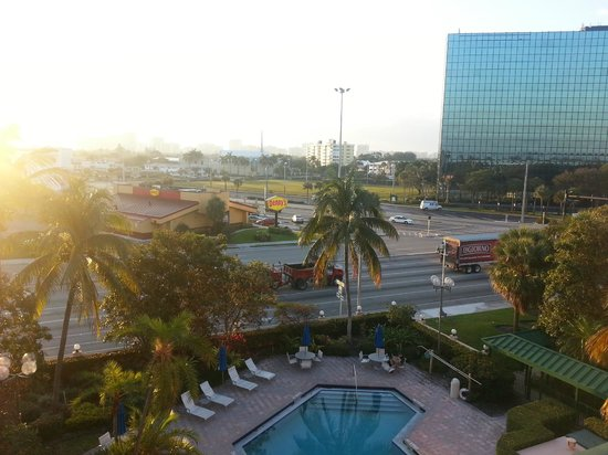 Courtyard by Marriott Fort Lauderdale East : view from our room