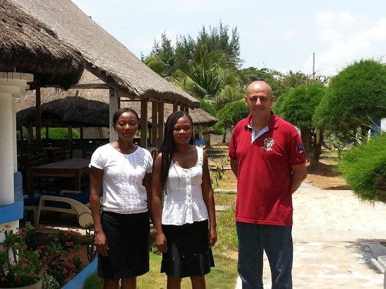 Hotel Tahiti:                   Marco, le patron, aidé notamment par Chantal et Olivia