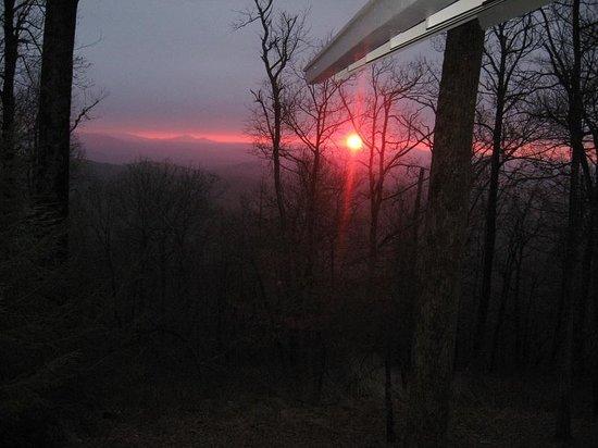 Len Foote Hike Inn: sunrise