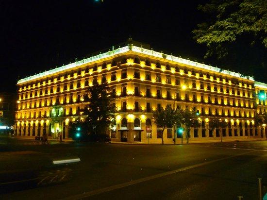Hotel Sevilla Macarena: Di sera