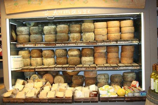 Cagliari, Italie : i formaggi