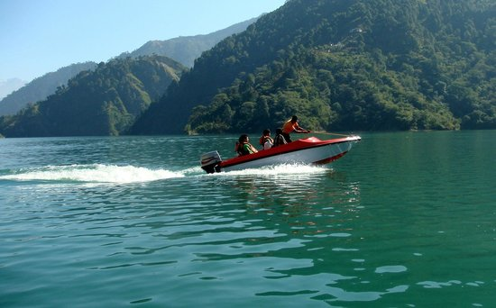 Dalhousie, India: speed boat